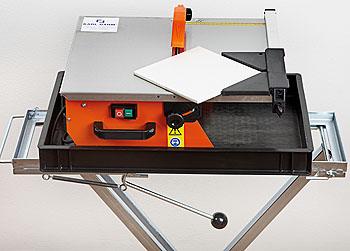 elektrischer fliesenschneider was ist das alles ber fliesenschneider fliesen schneiden. Black Bedroom Furniture Sets. Home Design Ideas